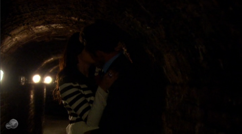 Zak Desiree making out tunnel dark Bachelorette episode 6